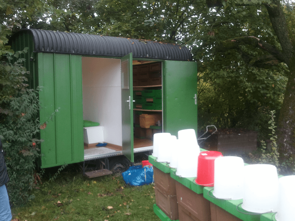 Umgebauter Bauwagen als Lager