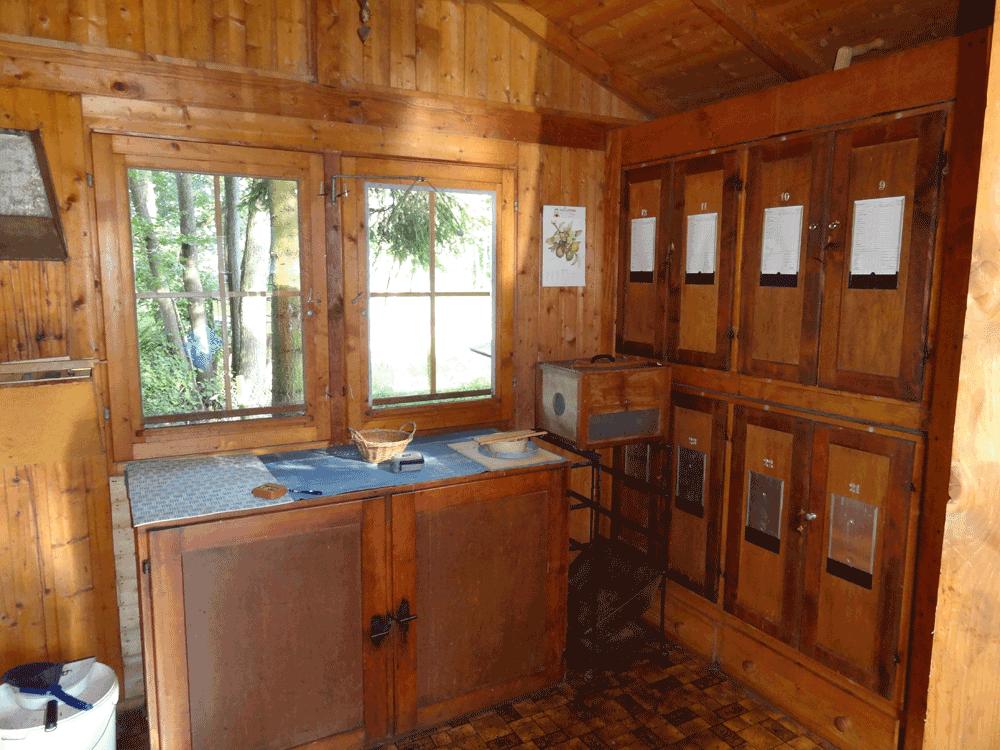 ca. 40 jähriges Bienenhaus Innenansicht bei Übernahme